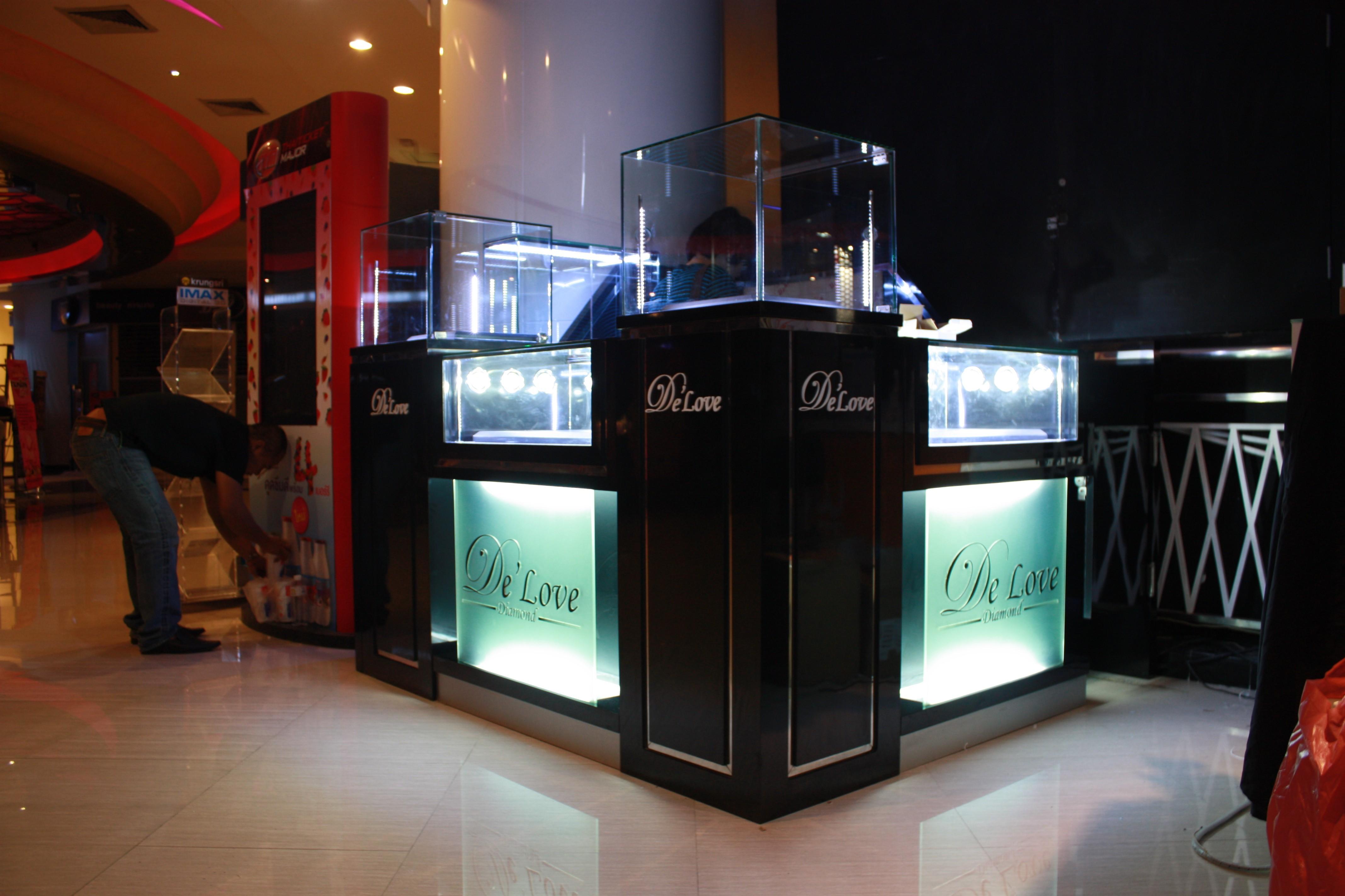 ตกแต่งร้านจิวเวลรี่ ออกแบบร้านจิวเวลรี่ De'Love diamond1