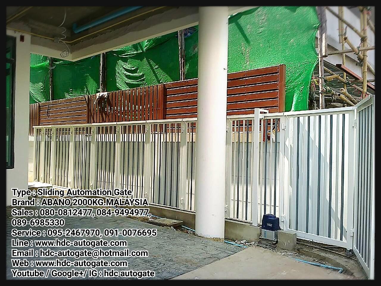 ประตูรั้วและมอเตอร์บานเลื่อนโค้ง หมู่บ้านแอทเทอร่าไพรส์ แปลง 29A  ถนนพระราม2