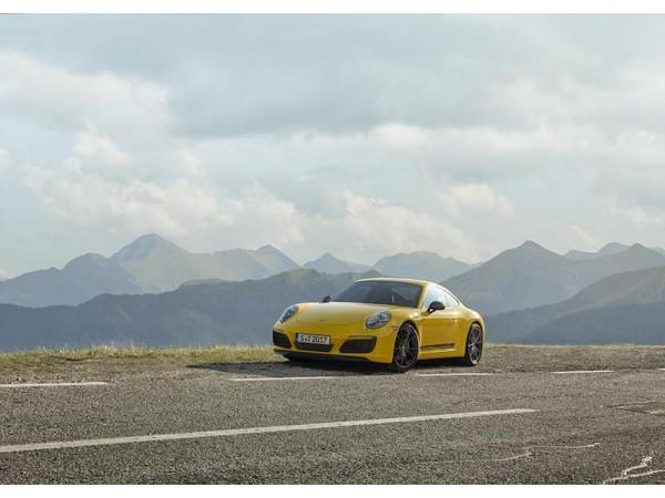 เสริมทัพ 911 ด้วยอีกหนึ่งสปอร์ตสายพันธุ์แท้  น้อยแต่มาก – ปอร์เช่ 911 คาร์เรร่า ที ใหม่ (the new Porsche 911 Carrera T)