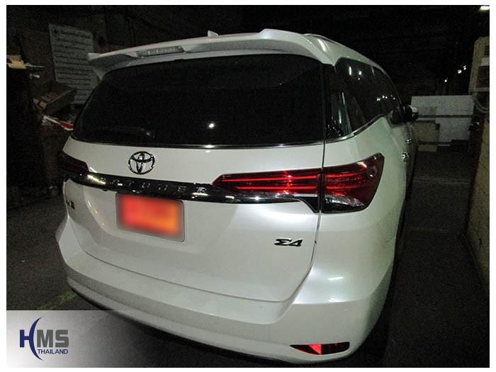 20160205 Toyota Fortuner_back