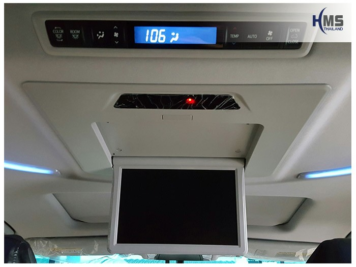 20161017 Toyota Alphard_Roof monitor_Alpine_12inche_builin_ope