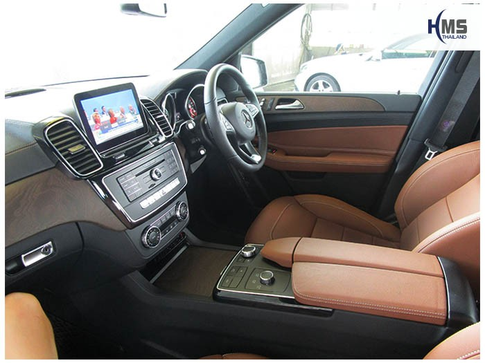 20161207 Benz GLE500e_X166_Digital TV_View_2