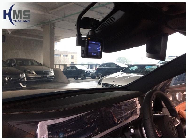 20181220 กล้องติดรถยนต์ Mio MiVue C380d Wifi ถูกติดตั้งอยู่ที่หน้ารถ Mercedes Benz E350e