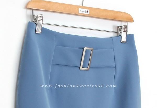 กระโปรงแฟชั่น-ทำงาน ทรงดินสอ ผ้า GALAXY สีฟ้า ด้านหน้ากระโปรง ดีไซน์มีหัวเข็มขัด
