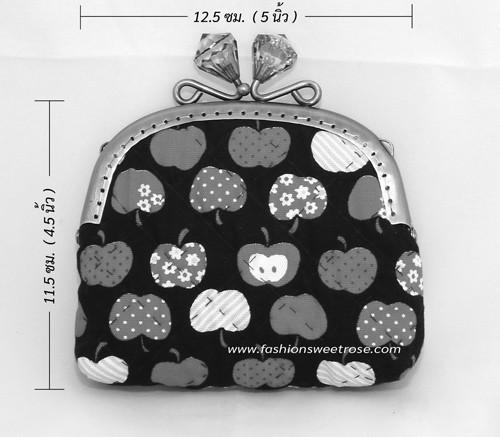 QLT-038 กระเป๋าปิ๊กแป๊กหัวเพขรแบบ 1 ช่อง ใส่เหรียญและธนบัตร ผ้าลายลูกแอปเปิ้ลแดงพื้นดำ