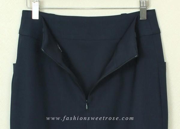 กระโปรงแฟชั่น กระโปรงทำงาน ผ้าโรสสกินนี่สีน้ำเงิน ด้านหน้าตัดต่อชิ้นกลางหน้าด้วยผ้าญี่ปุ่นพิมพ์ลาย มีกระเป๋าล้วง 2 ข้าง แบบดีไซน์  เรียบหรู ผ้าสีสวย รีดง่ายค่ะ