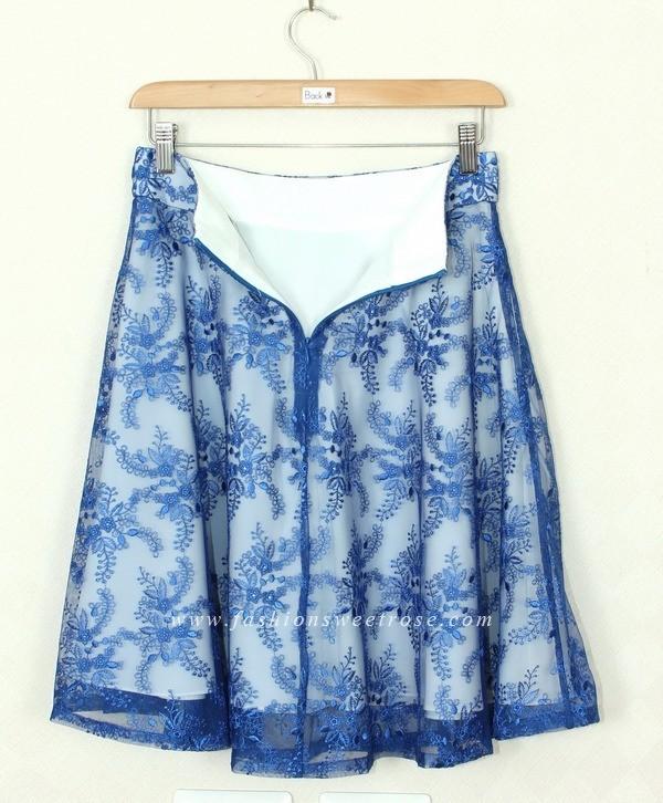 กระโปรงทรงบาน กระโปรงแฟชั่น ผ้าลูกไม้บุหงาฝรั่งเศส ลายดอกไม้ สีน้ำเงิน เป็นกระโปรงทรงบานย้วย ผ้าลูกไม้เนื้อนิ่มสวมใส่สบาย ทรงกระโปรงใส่ออกมาแล้วสวยค่ะ