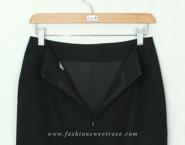 กระโปรงแฟชั่น Pocket Front Skirt ผ้าสลาฟสีดำ ด้านหน้ากระโปรงตกแต่งด้วยกระเป๋าลายสก๊อต