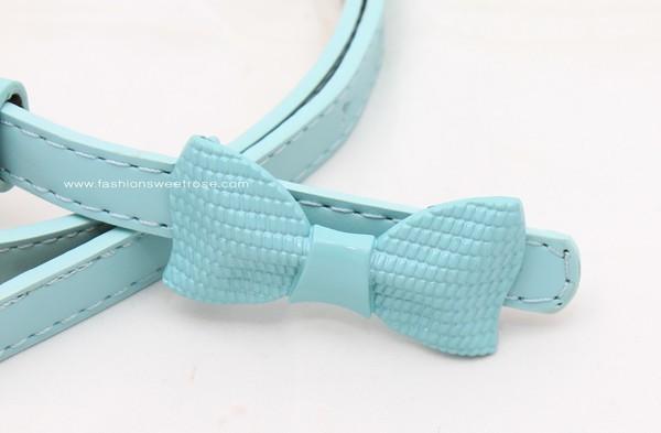 BLT-258 เข็มขัดแฟชั่นผู้หญิงเส้นเล็ก สายหนังเทียมสีฟ้า หัวโลหะรูปโบว์ใหญ่สีฟ้า