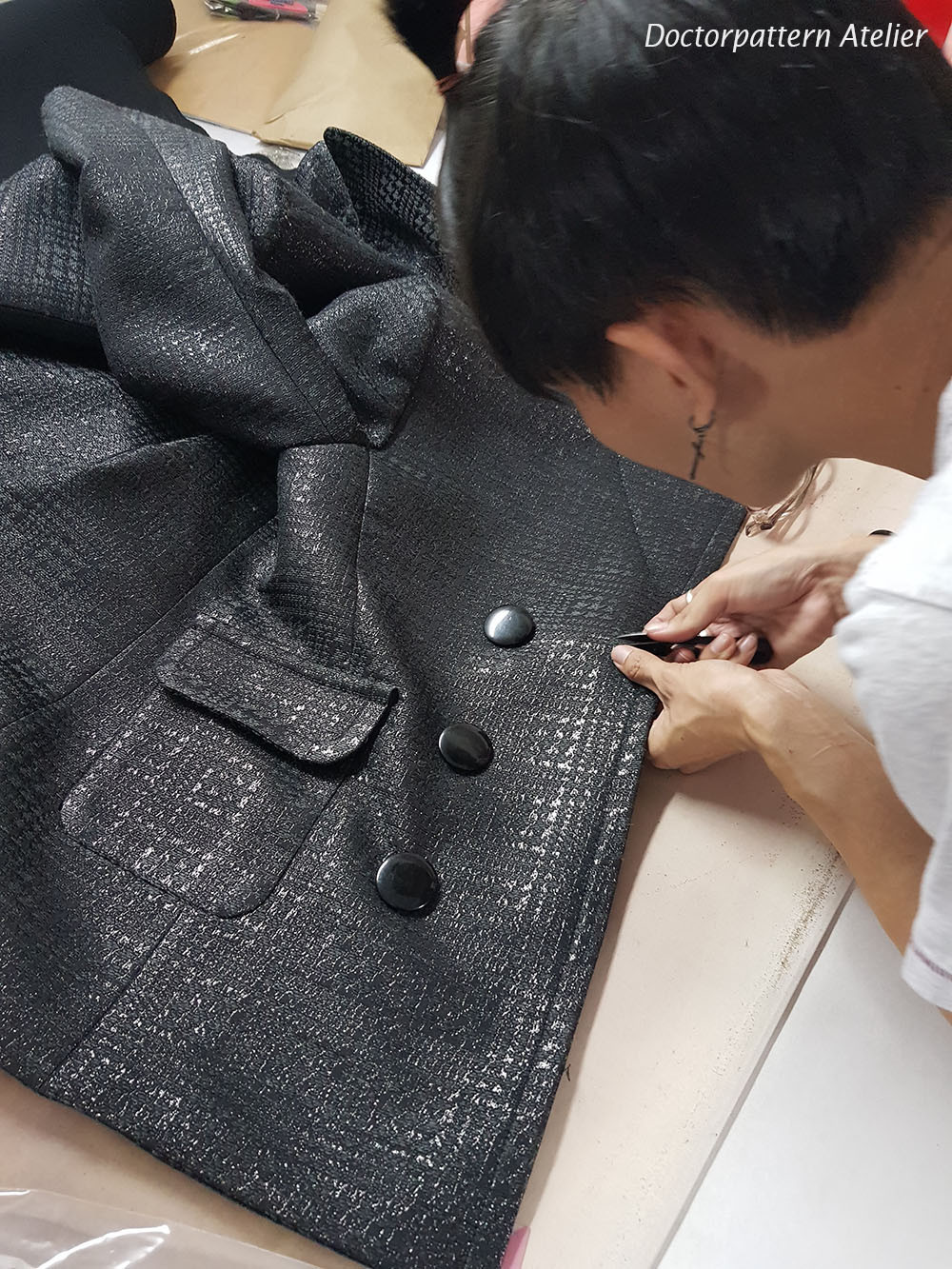 ผลงานเสื้อผ้าผู้เรียน เสื้อแจ็คเก็ตป้ายบุรุษกระดุมสองแถว
