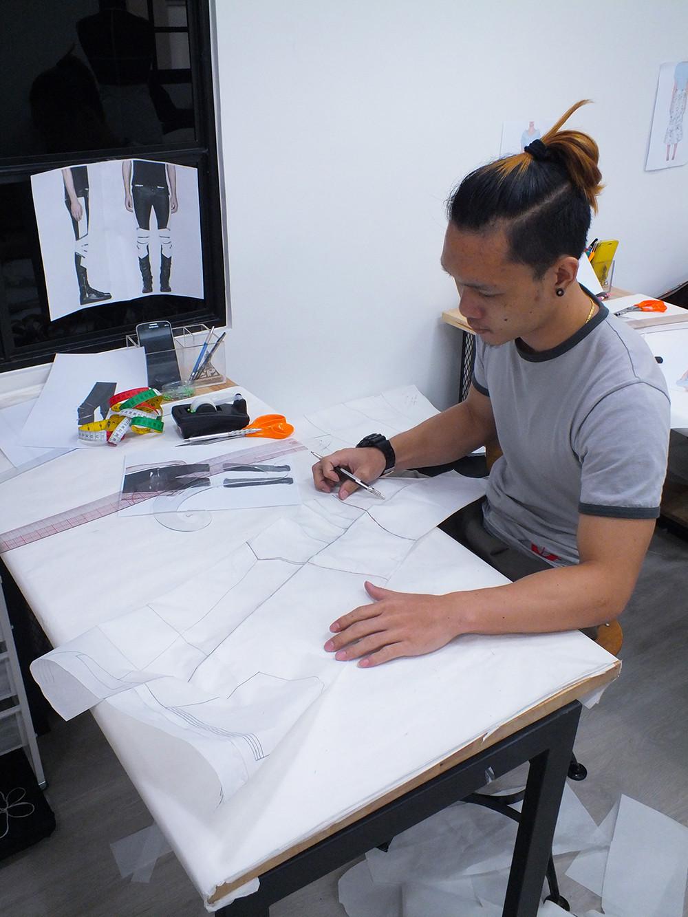 ผลงานแพทเทิร์นผู้เรียน กางเกงหนังไบเกอร์บุรุษ