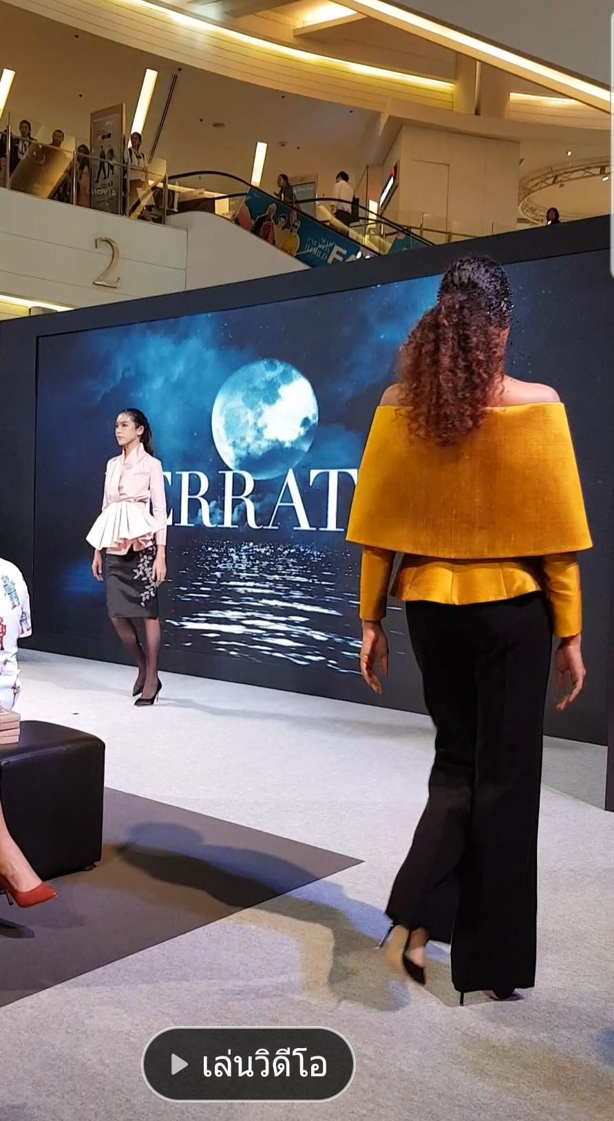 ผลงานการสร้างแพทเทิร์นเสื้อสตรีรูปทรงคลาสสิคคอวีปกโอบกว้างแขนแร็คแลน แบรนด์ Ferratiti