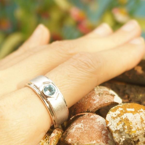 แหวนพลอยบลูโทแพซแท้เม็ดเดี่ยว SR658