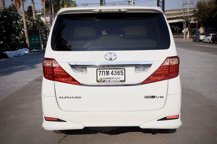 TOYOTA Alphard 3.5 V6 Year2010 White color